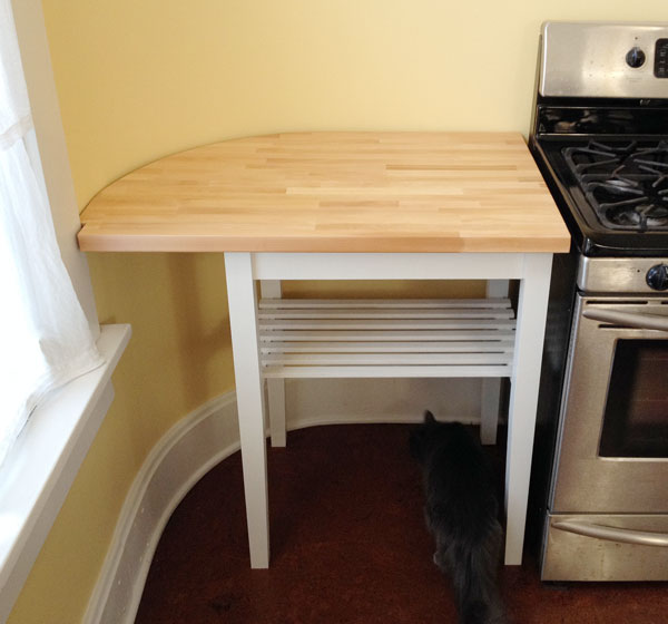 With this table, my kitchen is done!