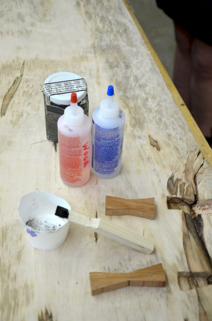 Mixing the epoxy and gluing in the keys