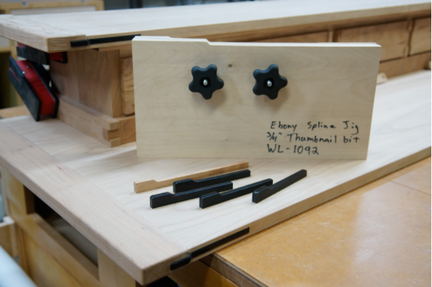 A clamping jig with a cloud lifted profile safely holds thin stock while at the router table.